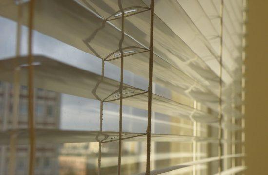 Castorama doradza: Jak wybrać rolety na okna dachowe