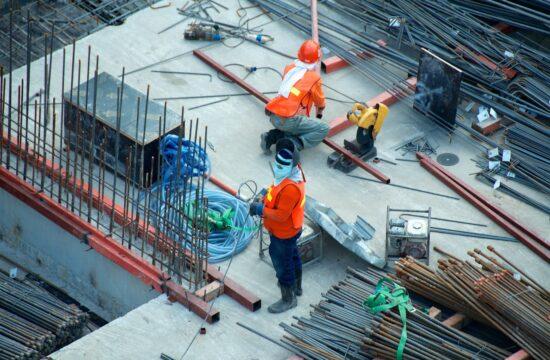 Na co zwracać uwagę wybierając firmę budowlaną